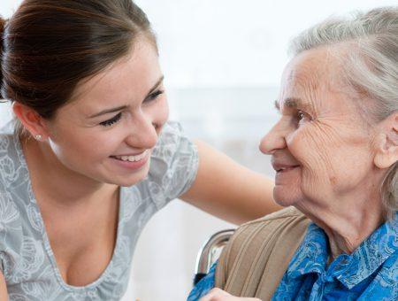 Profissão de cuidador será regulamentada e vai exigir curso específico